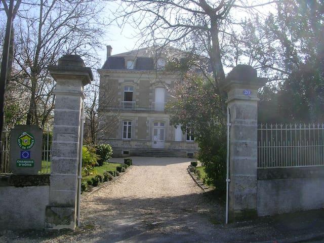 Chambres d'Hôtes du Jardin et sauna - Montendre - Wikt i opierunek