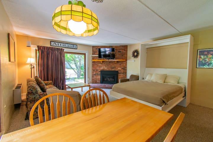 Sleeps 4, Full Kitchen and Resort Amenities!