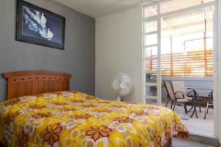 Excelente casa sola en condominio. cómoda casa