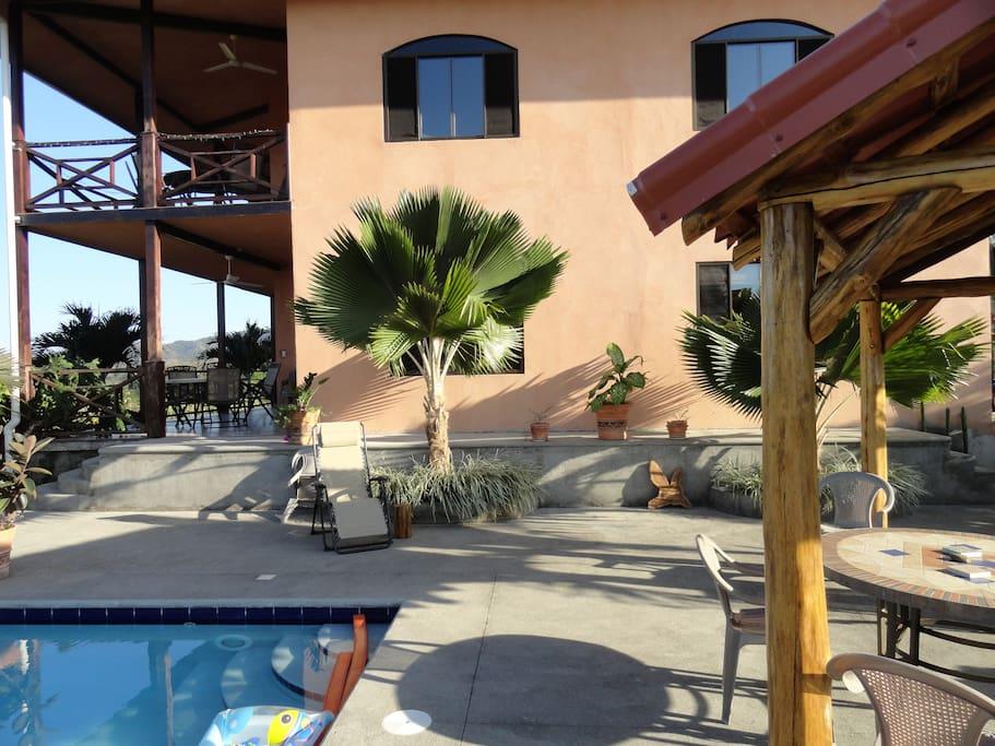 rancho et terrasses de la piscine