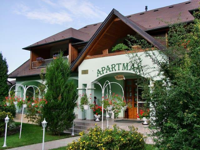 Rajna  Apartmanház a Hór völgyben