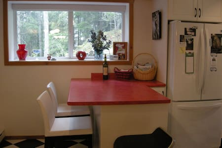 1-Bedroom Suite in Shawnigan Woods - Cowichan Valley B - Daire