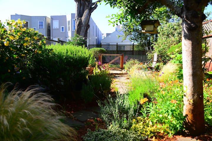 Garden Studio Oasis in NOPA