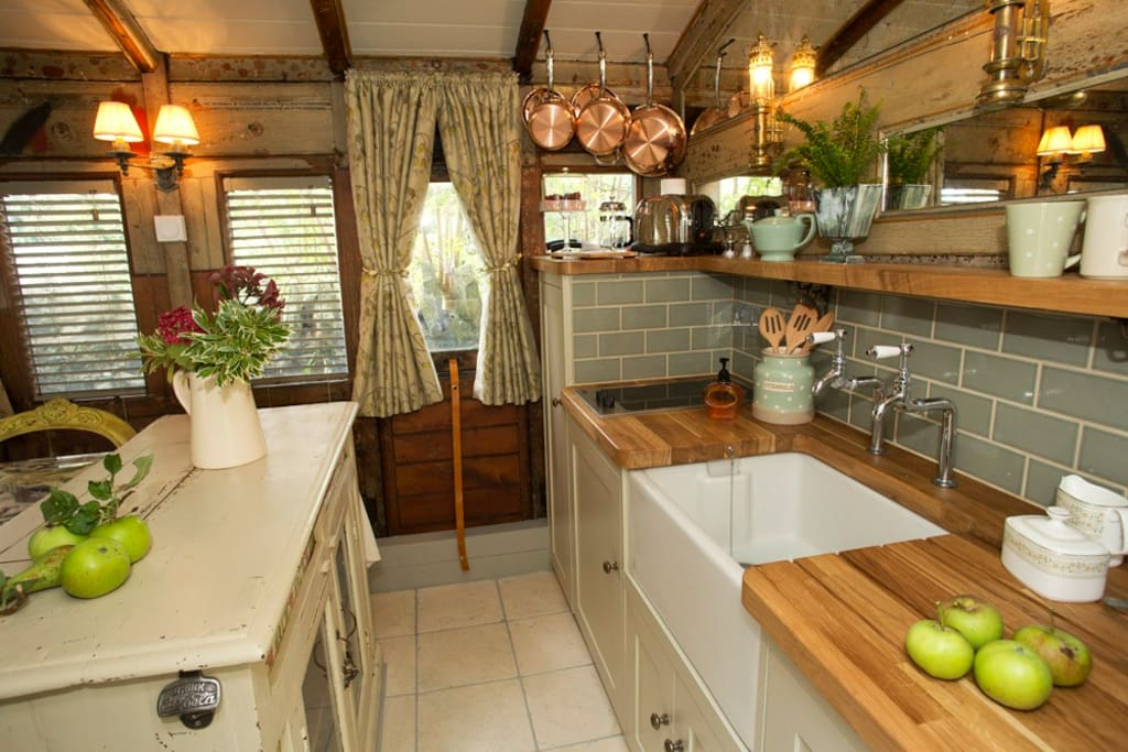 Your own private kitchen including cooking & fridge/freezer