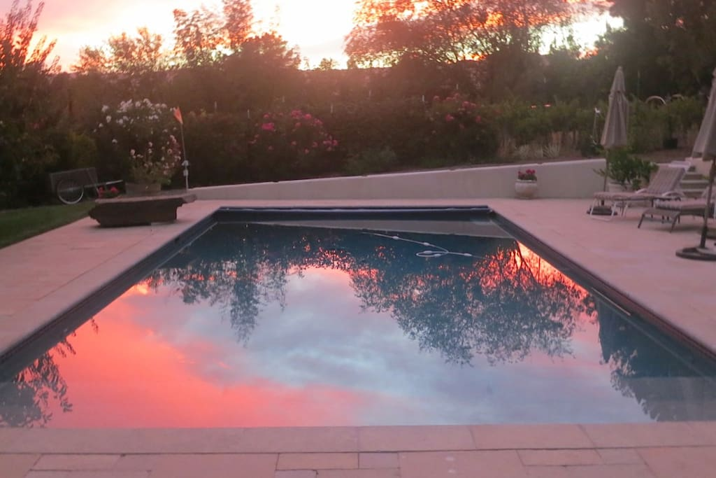 Sonoma sunset on the pool