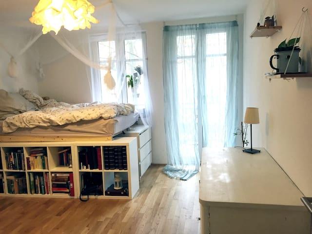 Sunny room at Baumschulenweg - Berlin - Appartement en résidence
