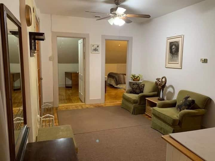 THIRD FLOOR, WALK-UP PRIVATE 3 BR VICTORIAN