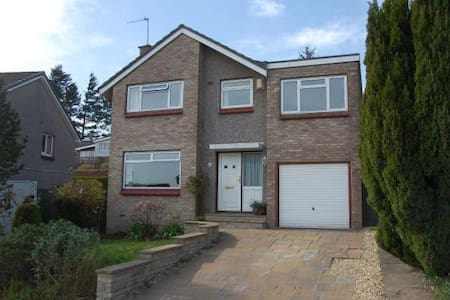 Spacious  Detached 4 Bed Villa - Dollar