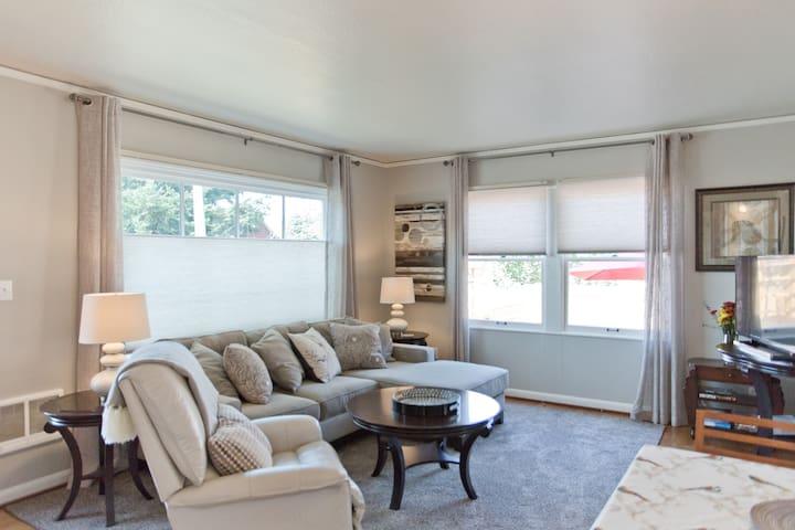 Cozy Quarters - Perfect Portland Location!