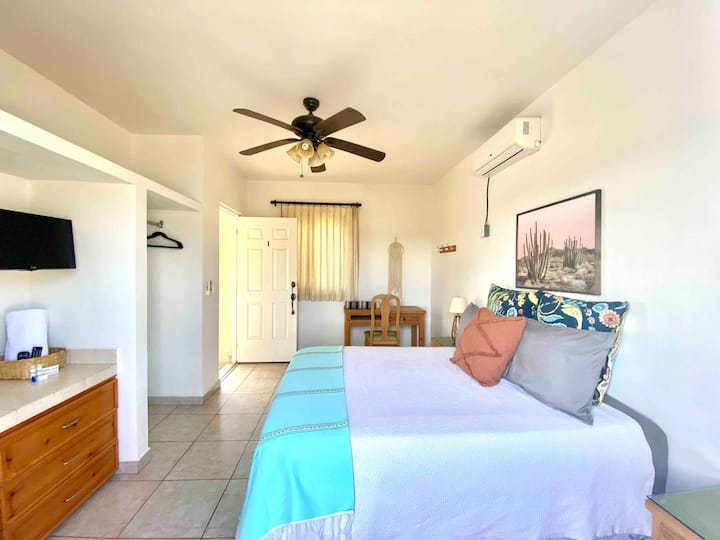 Centrally located! Clean room-Rooftop with view