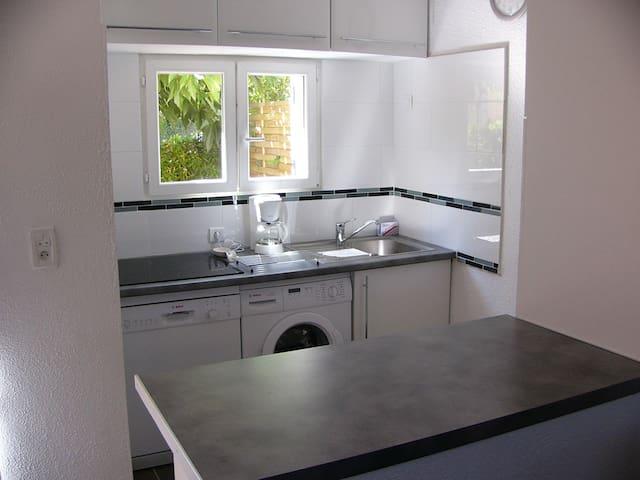 Cuisine lave vaisselle lave linge grand frigo avec freezer micro ondes multifontctions