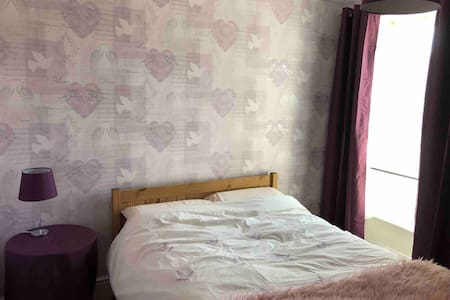 Double bedroom, close to town centre