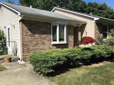 Cozy private room near Ann Arbor and DTW