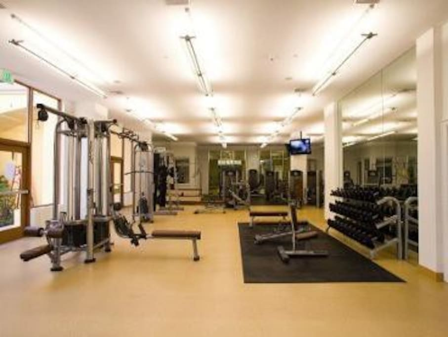 Complimentary fitness center with free weights, Universal, weight training machines and yoga/dance studio