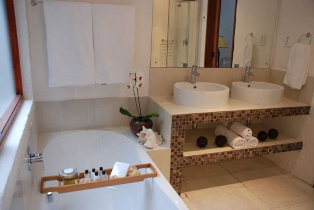 Bathroom of Main Bedroom with Shower, Bath, double basin and toilet