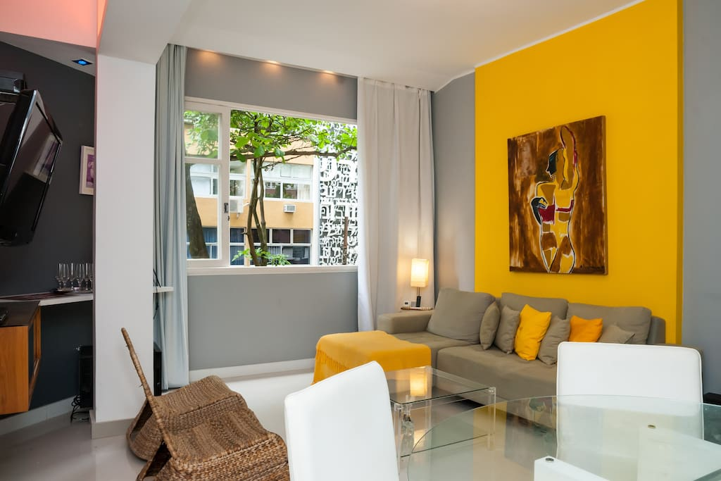 Deluxe interior design, Apple TV, wine cave, sofa-bed,  pleasant street view