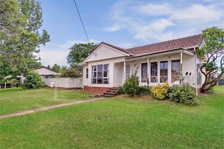 Pet Friendly 3bd home inbetween Syd CBD & Katoomba - Oxley Park - Rumah