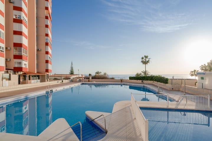 Fantastisches Apartment mit Meerblick, Bergblick, WLAN, Gemeinschaftspool und Terrasse