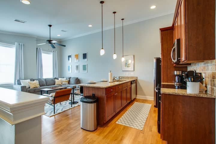 Beautiful, Large Condo in the Heart of Nashville