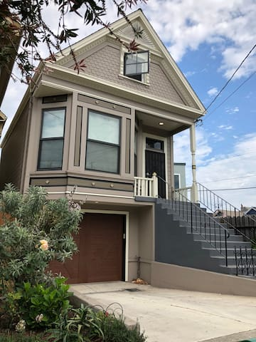 Modern Large 1BR Apt West Oakland near BART and SF