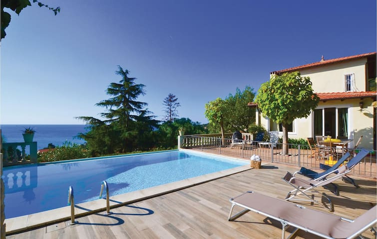 Holiday cottage with 3 bedrooms on 200 m² in Latte di Ventimiglia