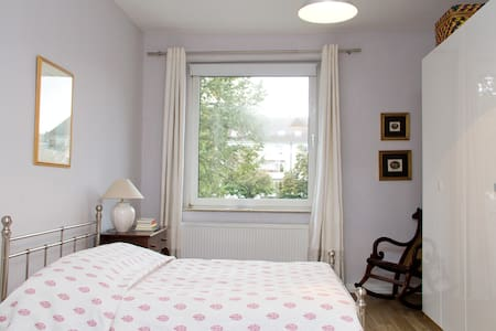 Cozy & spacious bedroom - Cologne - Apartmen