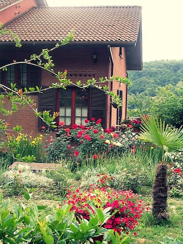 B&B The Roses Garden - Cosseria - Penzion (B&B)