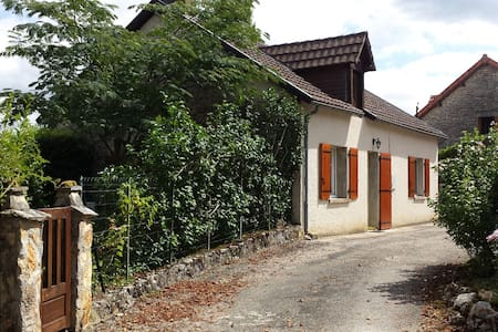 Charming house in quiet hamlet - Ajat - House