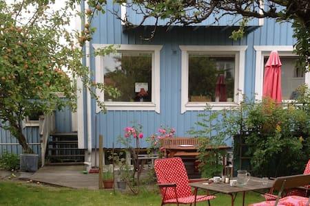 Radhus nära till både centrum och natur - Göteborg - Rumah