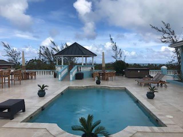 Ocean Breeze Villa - Oceanview - 2 Mins from beach