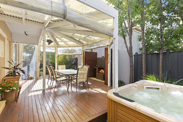 QUEEN STREET HIDEAWAY - MORNINGTON