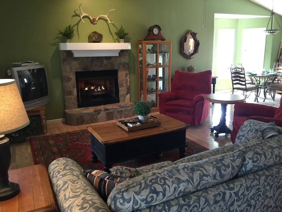 Living room/gas fireplace