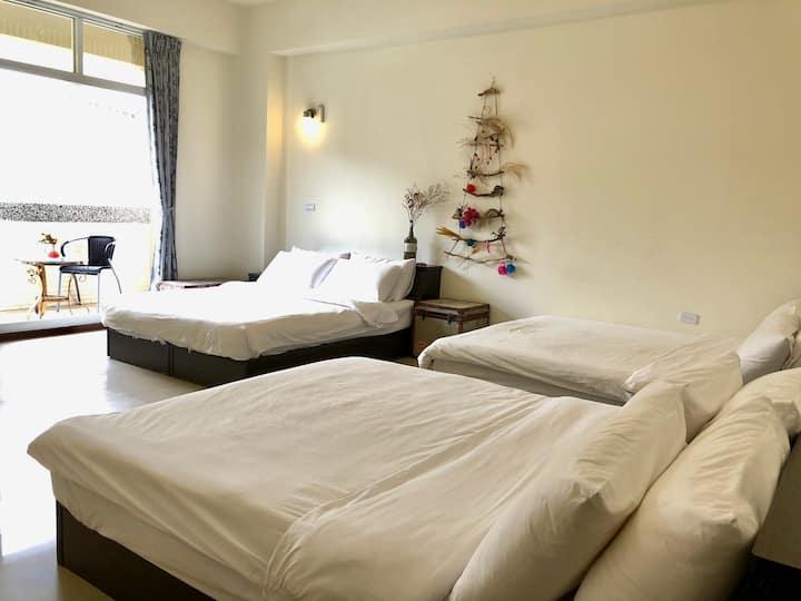 Ren Ke Guest House | Family Room - 3 queen beds