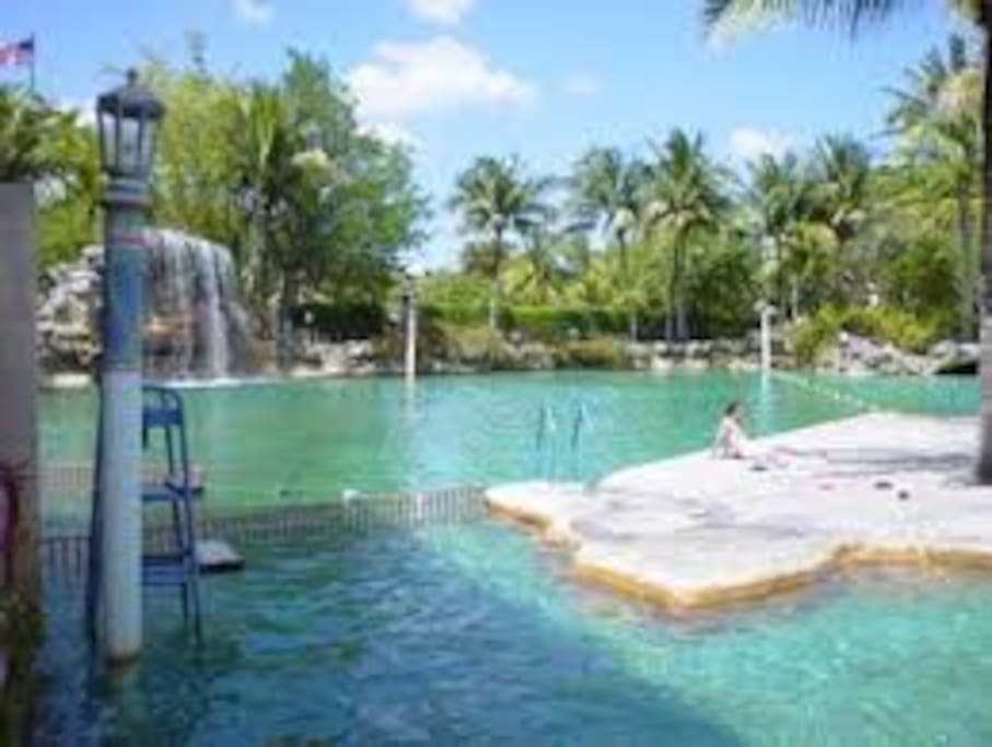 5 min away from the mia airport houses for rent in miami for Pool show coral gables