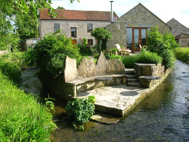 Mill Barn Nestled By The Stream - Keinton Mandeville - Huis