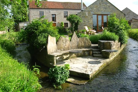 Mill Barn Nestled By The Stream - Keinton Mandeville - Casa