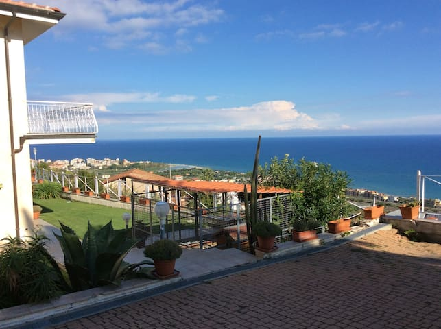 villa su 2 piani mq 271 vista mare  - Albenga - 別荘