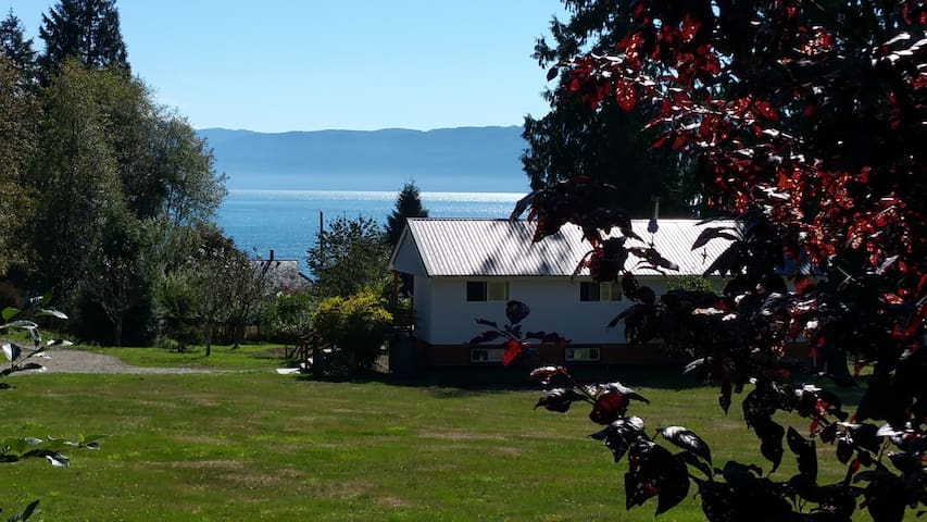 STILLWATER BY THE SEA SUITES  a  peaceful refuge - Powell River