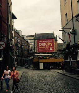 Old City Temple Bar Super King Bed - Temple Bar, Dublin
