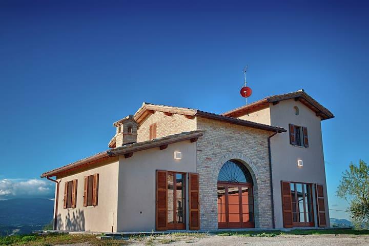 Komfortables Landhaus in Sant'Angelo in Vado mit Pool