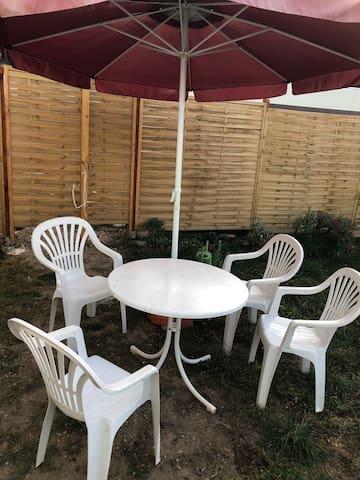 Wohnung mit Garten und Grill