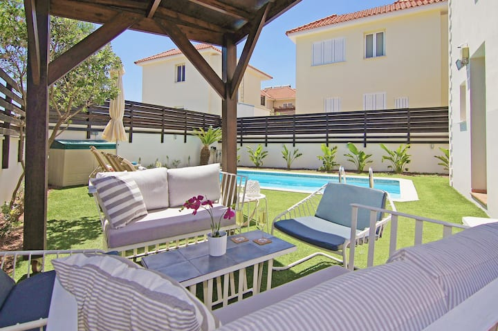 Rafaella - private family  villa with pool