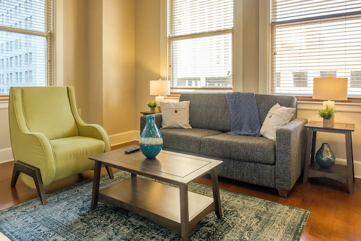 Spacious 2BR Apt in Central Business District
