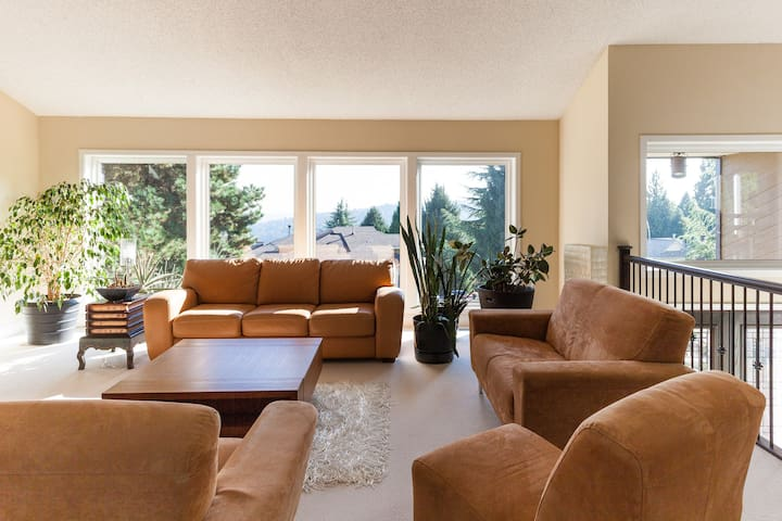 One bedroom and private bath. Min stay: 2 nights - Coquitlam