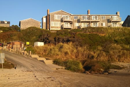 Sand Dollar - Oceanfront, 20% Remodeling Discount - Lincoln City