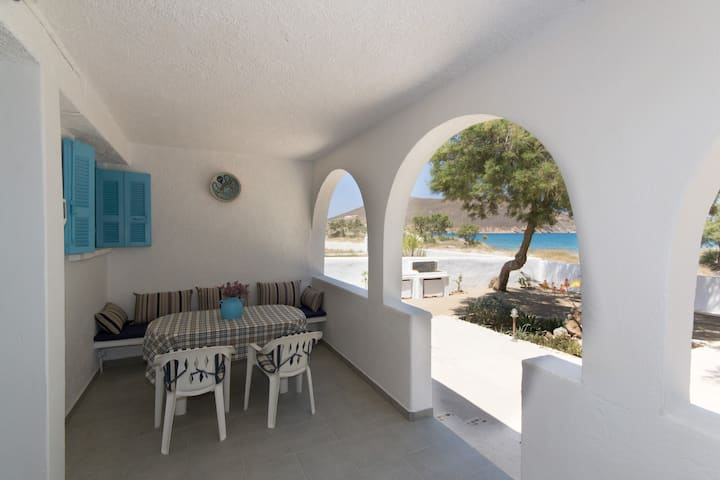Seafront quiet house with bbq in Molos