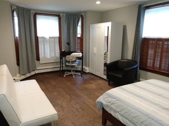 Private bedroom close to MIT & BU