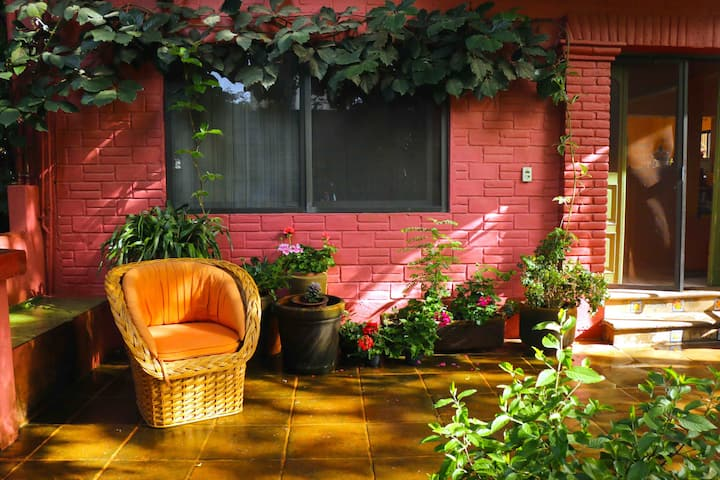 CASA FLORESTA,  linda vista   y jardín arbolado
