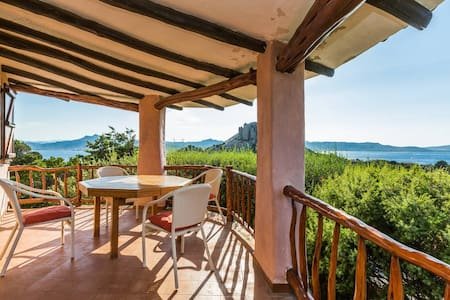 Beautiful Villa overlooking Sea - Baja Sardinia