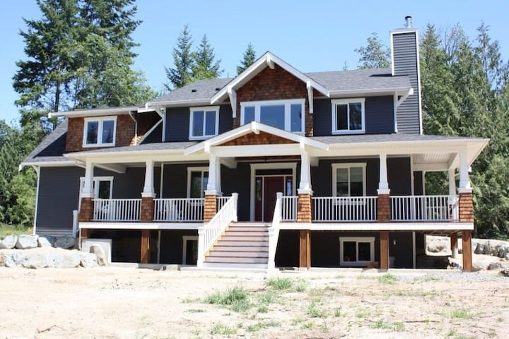 Spacious, family home in Shawnigan - Shawnigan Lake
